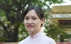 Cô Hoàng Thị Hoàn - Chủ nhiệm lớp 10C2