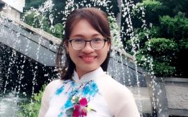 Cô Hồ Thị Hoài Thương - Chủ nhiệm lớp 12AXH1