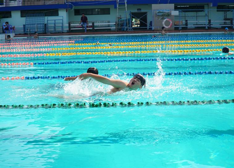 Tổng kết hoạt động dạy bơi cho các em học sinh